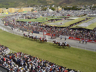 Horse racing in Mauritius - Maiden cup 2006 at Champ de Mars | © User:Wikihamish / Wikimeda / CC BY-SA 3.0